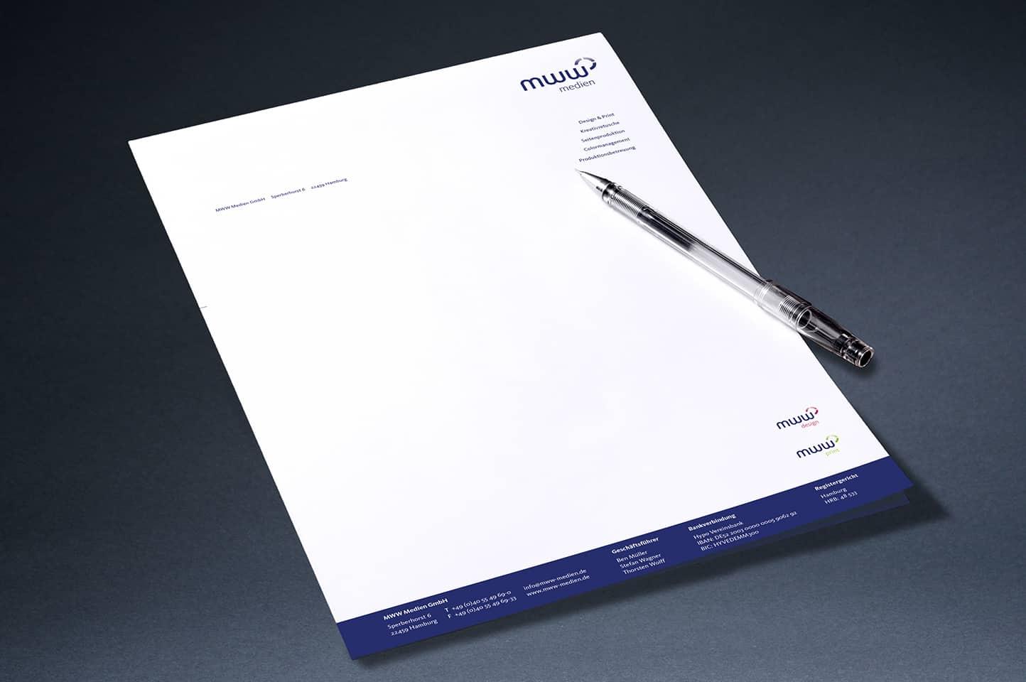einzelnes Briefpapier mit Stift zur Dekoration