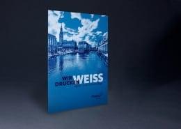 Weiss digital auf farbigen Karton gedruckt