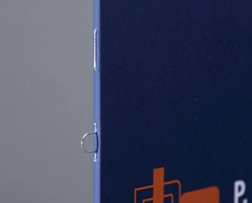 Klammerheftung und Ringösenheftung in der Detailansicht